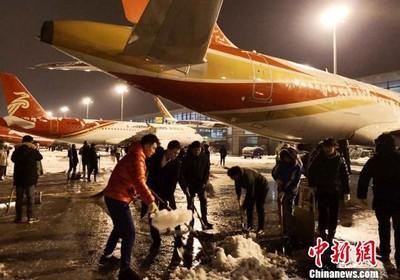 華聞快遞/南京暴雪多部門奮戰一線保暢通