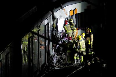 西班牙2火車迎頭對撞釀1死上百傷