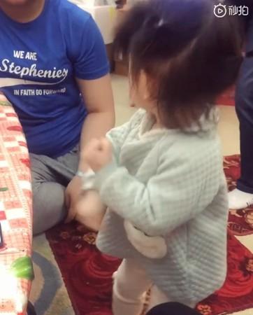▲郭富城女兒1歲半就會跳舞啦。(圖/翻攝自微博/郭富城、方媛)