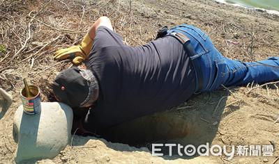 困1.5公尺地洞哀號 動保救5幼犬