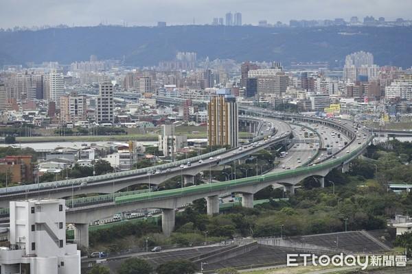 ▲▼中山高速公路,中山高高架路段,台北市景,交通順暢。(圖/記者湯興漢攝)