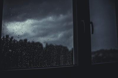 兒指窗戶「那個...」真相讓她飆髒話:X的!