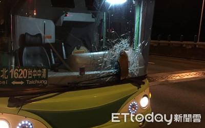 國道貨車煞車鼓噴飛 砸中巴士玻璃