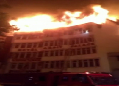 印度飯店大火17死 婦童跳窗求生亡