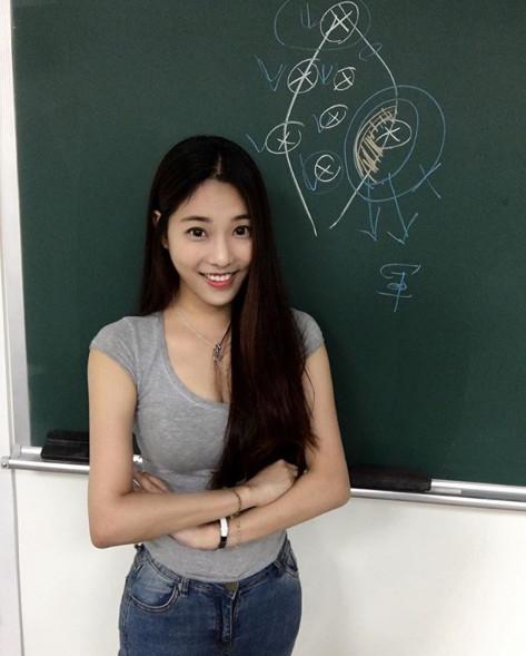 ▲▼  健行科大正妹講師        。(圖/翻攝自Instagram/jhiawen.cheng)