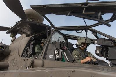 阿帕契直升機「蓋罩訓練」