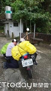 騎機車環島紀錄台大畢業 機車倒地漏油發不動