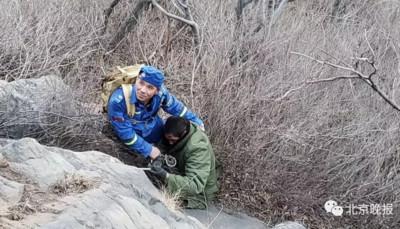 男爬山墜崖初六獲救 網:正好趕上開工