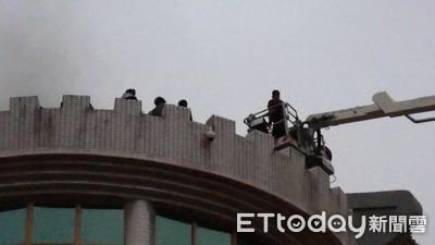 文大釀火搶救16人 中文系藏書遭燻黑