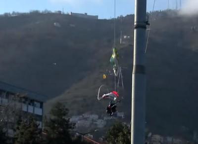 跳傘教練掛軌道 纜車斷繩重摔亡