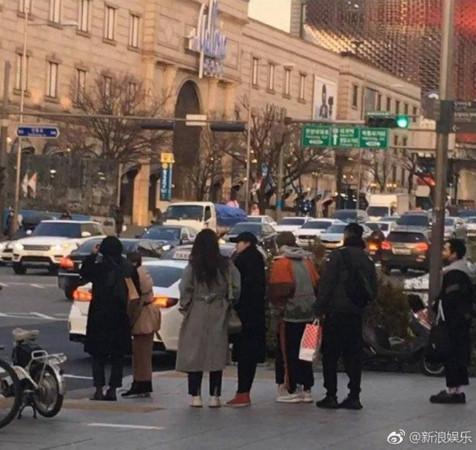 鹿晗、關曉彤首爾約會。(圖/翻攝自新浪娛樂微博)