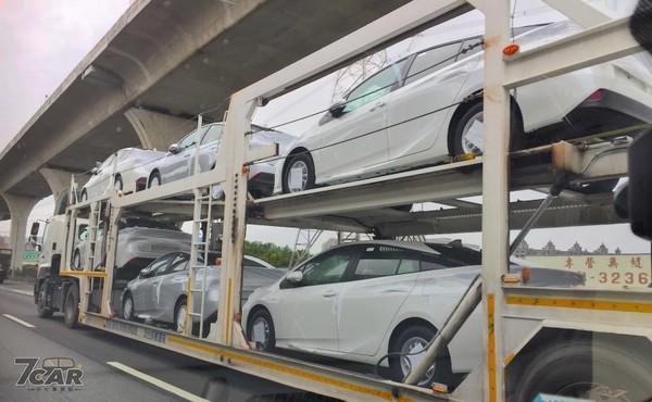 TOYOTA油電車Prius小改款國道現蹤!預購開跑2/19正式上市