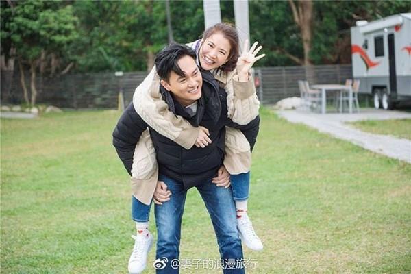 ▲袁詠儀與張智霖相戀27年,在演藝圈中是出名的恩愛夫妻檔。(圖/翻攝自微博/《妻子的浪漫旅行》)