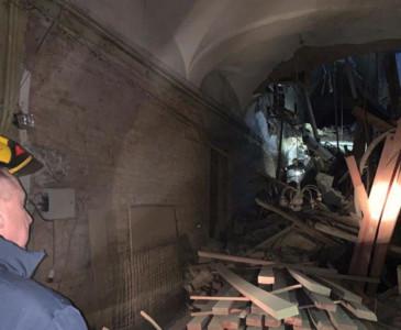 整塊天花板瞬間掉下! 俄大學建築物坍塌
