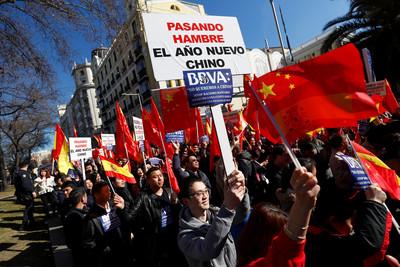 西班牙華人帳號遭凍結 銀行致歉