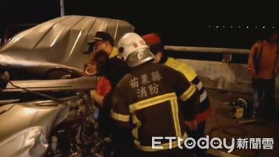 休旅車對撞貨車 削掉一半女駕駛重傷