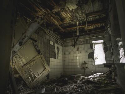 退伍男住旅社一晚「醒來變荒廢診所」