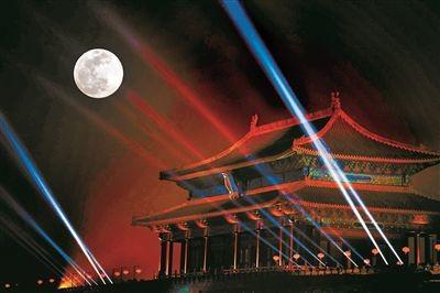 燈光秀+超級月亮 人潮塞爆北京故宮