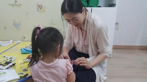 ▲▼趙顯娥曾在孤兒院社會服務(圖/翻攝自디스패치)