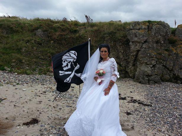 嫁給死300年海盜鬼魂 「神交」不到一年鬧離婚:他在吸取我的能量