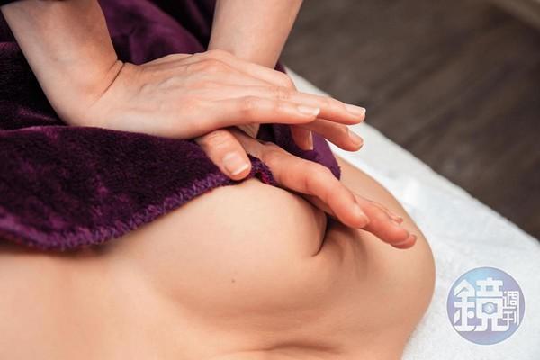 愈硬的胸部,需要愈大的按摩力道才能譨變軟。Vicky說,大家都想變成水滴奶。
