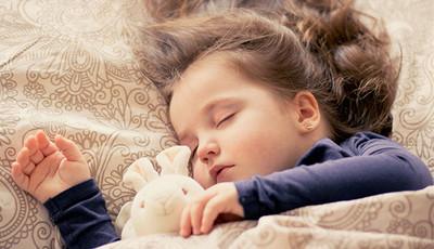 孩子不睡,家長好累!四招教你孩子好入眠