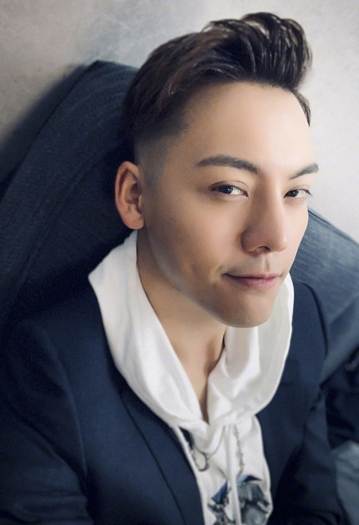▲粉絲便利商店偶遇陳偉霆。(圖/翻攝自微博)