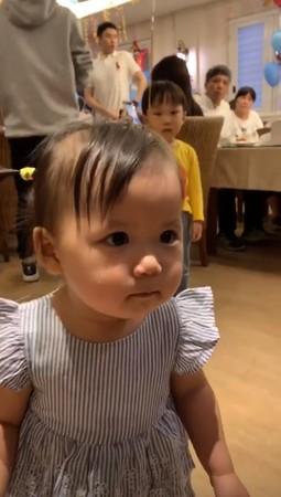 ▲福原愛挺「8個月孕肚」現江宏傑慶生趴! 1歲小小愛五官神複製媽。(圖/翻攝自江宏傑Instagram)