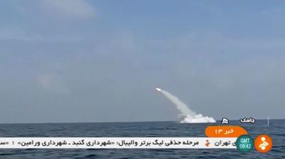 伊朗120噸潛艇試射巡弋飛彈