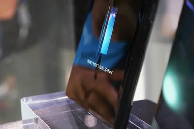 華為折疊手機Mate X螢幕中間竟有皺褶