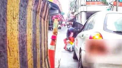 警停紅綠燈被爆打 2年後影像曝光