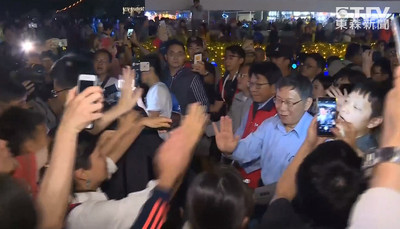 柯文哲逛台灣燈會認輸 坦言屏東更棒