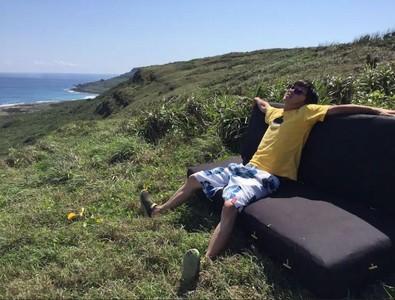 無敵海景前亂丟沙發 墾丁「獨家海景房」酸爆:枕頭棉被海邊都找得到