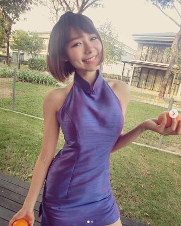 ▲林明禎模特兒親姊顏值爆表! 母女3人穿旗袍「豐滿胸型全露」。(圖/翻攝自林明禎Instagram)