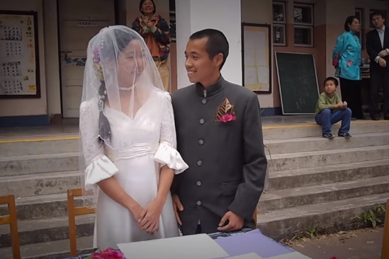▲高學歷「野人」農夫莫皓光和太太、兒子過著儉樸的生活,13年來沒有買過一件新衣服。(圖/翻攝自Facebook/一条 YIT)