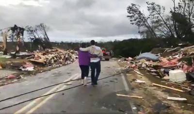 龍捲風襲美釀23死 破去年紀錄