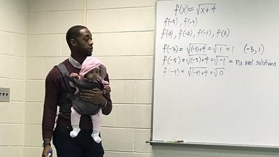 大學爸不得已「帶嬰兒上課」 教授霸氣:小孩我抱,你好好寫筆記