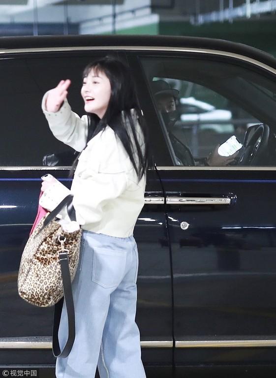 ▲疑似王思聰在機場接周潔瓊。(圖/CFP)