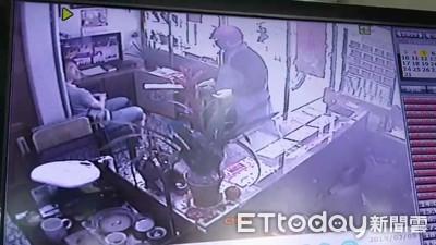 銀樓老闆衝出求救 搶匪嚇到也跑了