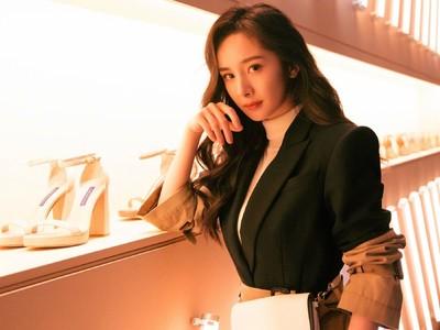 楊冪離婚後抵香港看女兒機場正面照曝光!