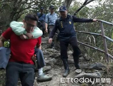 老翁太魯閣步道摔傷 眾人抬下山