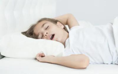 起床頭暈又悶?「用嘴呼吸」惹禍...睡前半小時禁講話