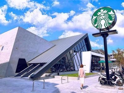 最美星巴克台南「北歐風時尚合掌屋」