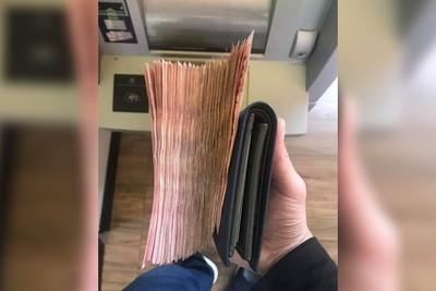 ATM領2萬現金!鈔票「20張→200張」他傻眼