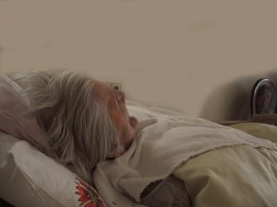 72歲婦躺浸尿床墊 褥瘡爛到見骨