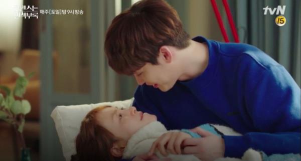 ▲▼ 李鍾碩、李奈映互動超甜。(圖/翻攝自tvN)