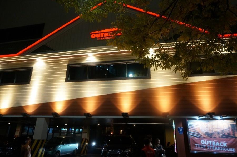 ▲▼新村知名美式餐廳(圖/翻攝自Naver Blog)