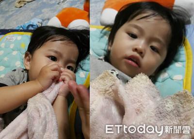 1歲妹「神聖起床儀式」抓被被狂吸