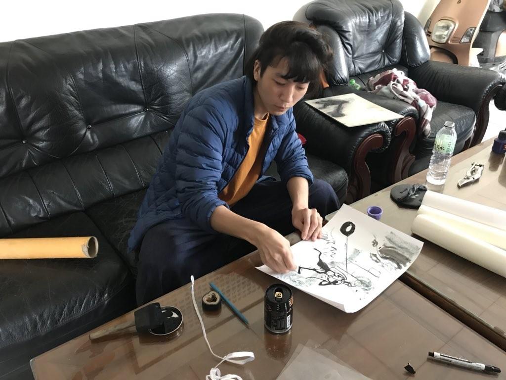 ▲▼野口龍平,版畫家。(圖/翻攝自のぐ / タイヤひっぱり推特)