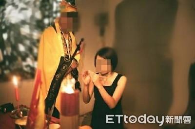 道士帶人妻到神壇後壞壞!兒子就在外面跪拜